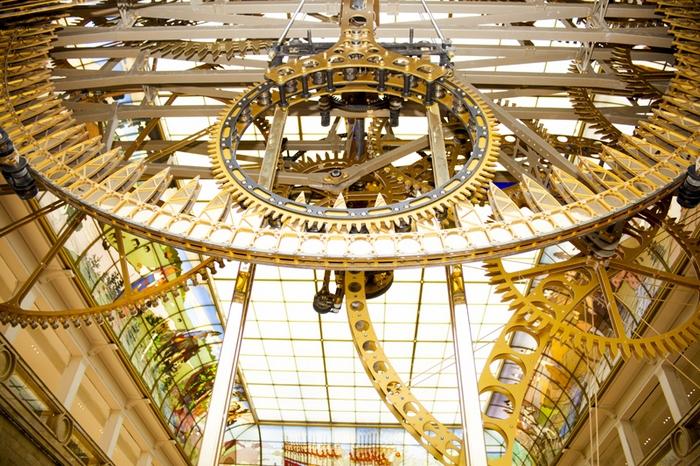 Доставка самого большого часового механизма в мире